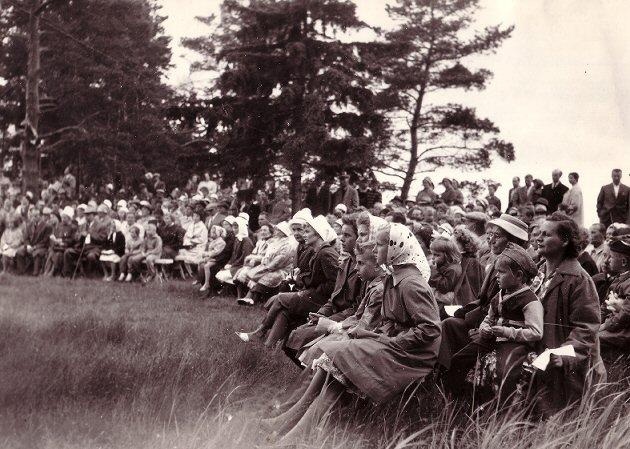 Juhannusjuhlilla vuonna 1961. Turkuseuran juhannusjuhlat keräsivät väkeä Ruissaloon vuosina 1958 – 1967.